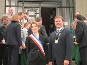 Bürgermeisterin Isabelle Briquet und Bürgermeister Bernd Obst bei der Gründung der Partnerschaft
